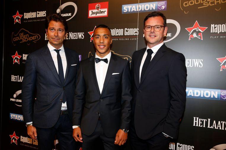 Henrotay (l) met zijn gewezen cliënt Tielemans en Pascal Smeets op de Gouden Schoen.