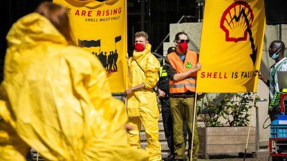 Activisten bezetten tankstations Shell en roepen op tot ontmanteling