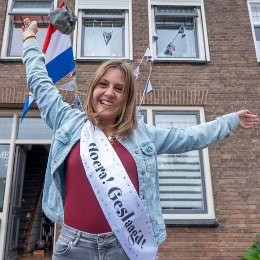 Ilse Verkaart uit Zierikzee hoorde woensdag dat ze geslaagd is voor haar vwo-diploma.