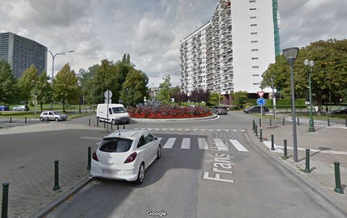 Het ongeval gebeurde op de hoek van de Lambertlaan en de Halsstraat.