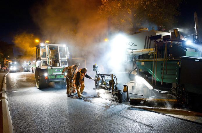 Het verkeer in Zwolle krijgt ook 's nachts te maken met werk aan de weg.