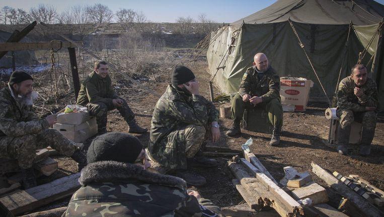 Oekraïense militairen in de buurt van Debaltseve. Beeld epa
