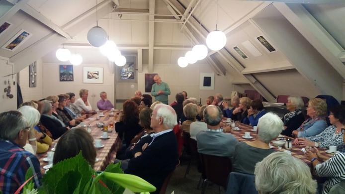 Het bestuur praatte de vrijwilligers maandagavond bij over het nieuws.