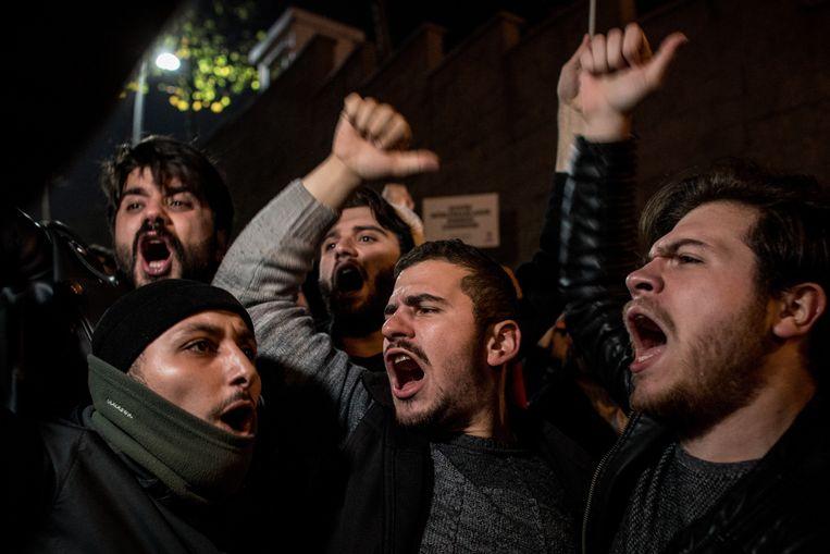 Betogers verzamelen zich in Turkije om te protesteren tegen de verklaring van Trump.