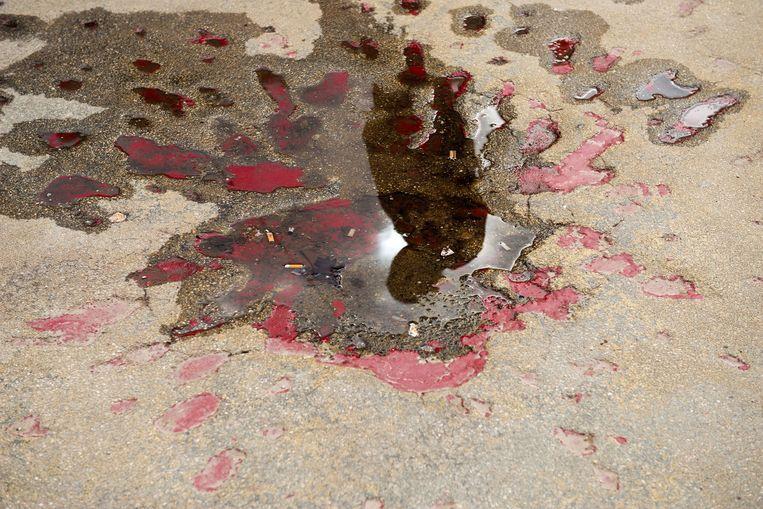 'Rozen van Sarajevo' heten de kunstwerken die herinneren aan dodelijke mortierinslagen. Beeld Jim Marshall