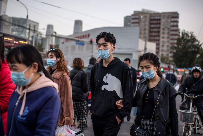 De Chinese regering heeft nog niet gecommuniceerd wie als proefpersoon het vaccin toegediend kan krijgen.