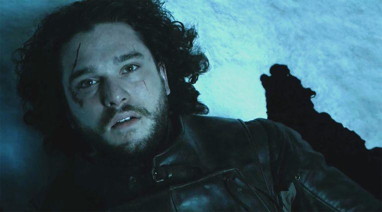 Jon Snow is neergestoken door zijn eigen broeders. Beeld HBO