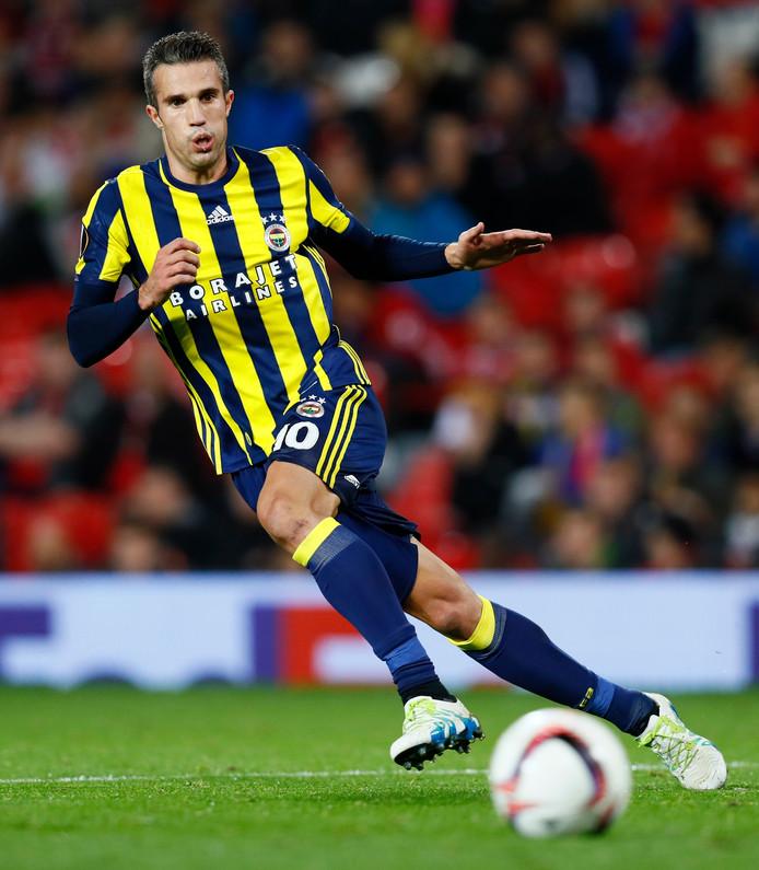 Robin van Persie in actie namens Fenerbahçe tegen Manchester United.