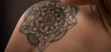 De moeder van Kooni moest even wennen aan haar tatoeage: 'Jij moet ermee leven, zei ze'