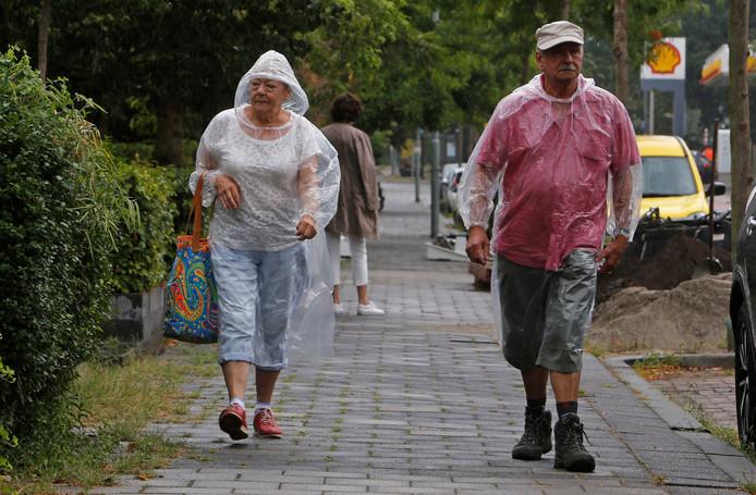 Regenkleding is zondag geen overbodige luxe.