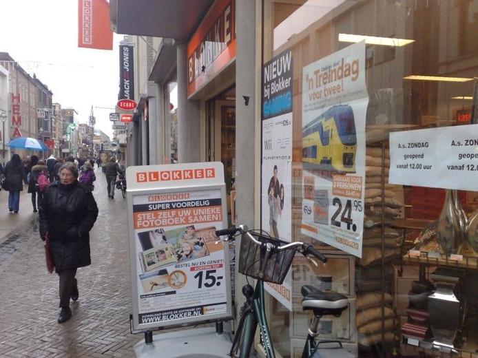 De Hoofdstraat in Apeldoorn. Archieffoto Gep Leeflang