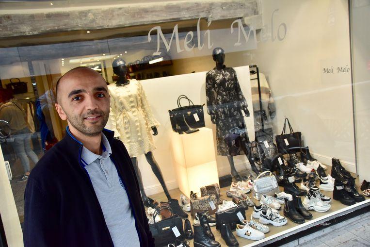 Aadile El Mhassani, de uitbater van schoenenzaak Meli Melo in de Sint-Jansstraat in Kortrijk.