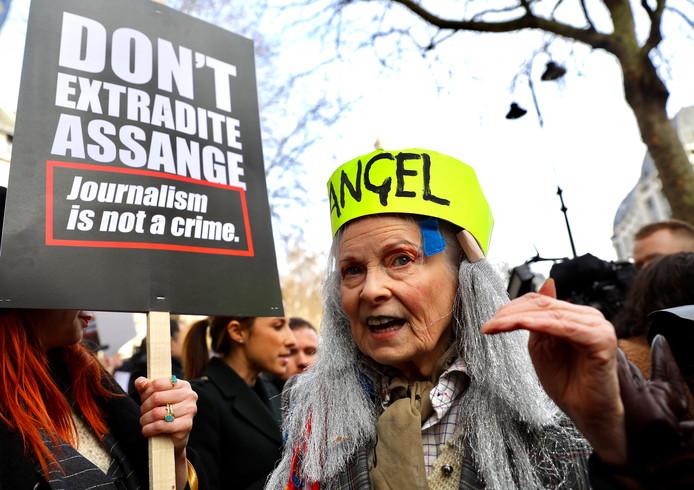 Vivienne Westwood protesteert tegen de uitlevering van Assange