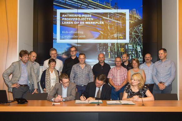 Acht bedrijven gaan samenwerken met het GTI en het Stedelijk Lyceum Meir.