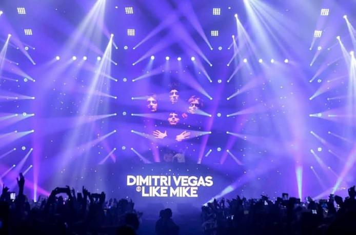 Een show van Dimitri Vegas and Like Mike, waar Bas Scheij aan meegewerkt heeft