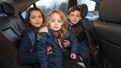 Uitgeprocedeerd en 70 km verhuisd, maar buren brengen hen elke dag naar school