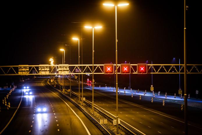 De A27 tussen Utrecht-Noord en knooppunt Eemnes richting Almere is de komende nachten ook nog afgesloten vanwege wegwerkzaameden.