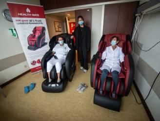 Na de inspanning de ontspanning: zorgpersoneel Jan Palfijn kan nu op adem komen in luxueuze massagezetels