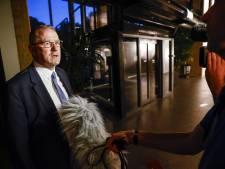 Kritiek op zwijgende burgemeester Urk in drugszaak zoon wethouder: 'Dit laat je niet aan je woordvoerder over'