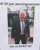 Voetbalvereniging Siveo '60 uit Zegveld zette gisteren penningmeester Bram Angenent in het zonnetje.