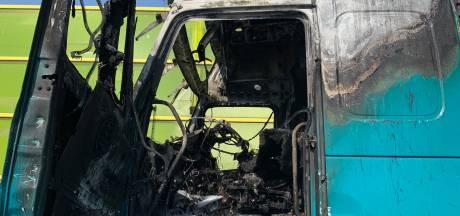 Brand in vrachtwagen bij Den Bosch geblust, verbindingsweg tussen A2 en A59 nog dicht