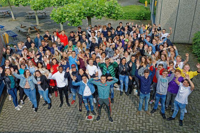 Op Mavo Effent in Oosterhout konden 149 leerlingen feest vieren: ze kregen vandaag te horen dat ze geslaagd waren.