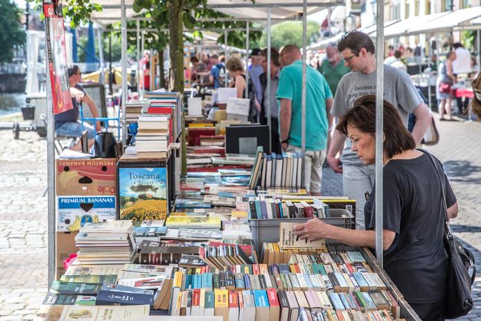 Theo Bloks zit inmiddels op 91 deelnemers aan de boekenmarkt in Zwolle.