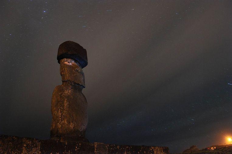 Nachtelijke foto van Rapa Nui (Paaseiland) (AFP) Beeld
