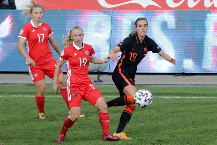 Jill Roord (rechts).