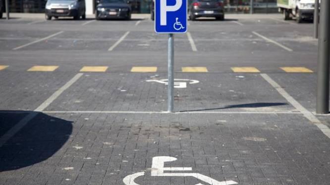 Strengere controles op onrechtmatig parkeren op plaats voor personen met beperking