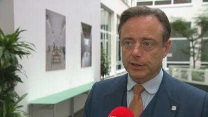 """De Wever niet blij met nieuw asielcentrum vlak bij zijn deur: """"Ik dacht dat het een grap was"""""""