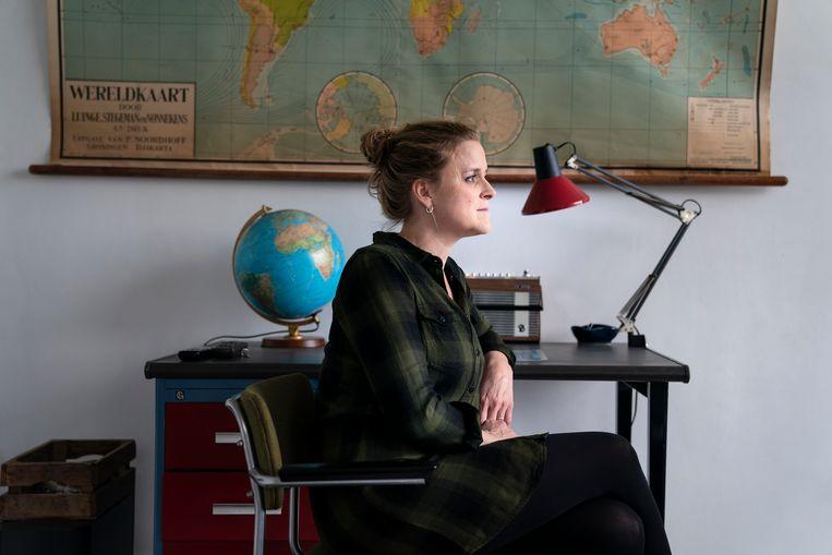 Heidi van 't Hoff in de kamer van haar zoon Robin (14). Hij krijgt jeugdzorg in Hoenderloo en is iedere zondag een dag thuis.  Beeld Reyer Boxem