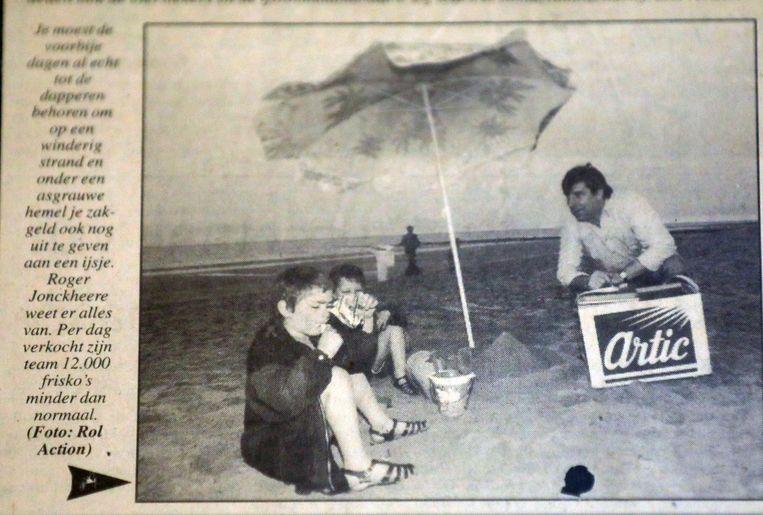 Roger kwam al vaak in de krant. Hier in zijn beginjaren, toen hij met frisco's leurde op het strand.