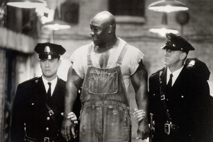 Michael Clarke Duncan in The Green Mile tussen Tom Hanks en David Morse.