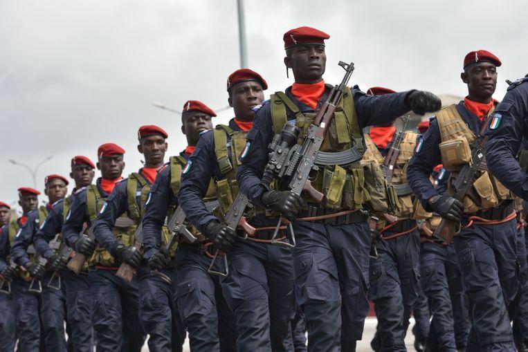 Soldaten in Ivoorkust tijdens een militaire parade ter ere van de viering van de onafhankelijkheid van het land op 7 augustus 2019.