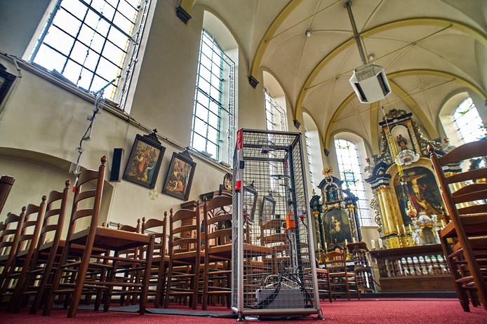 Meetapparatuur staat opgesteld in de Megense kloosterkerk.
