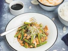 Wat Eten We Vandaag: Roerbakschotel met ketjap-kip en sperziebonen