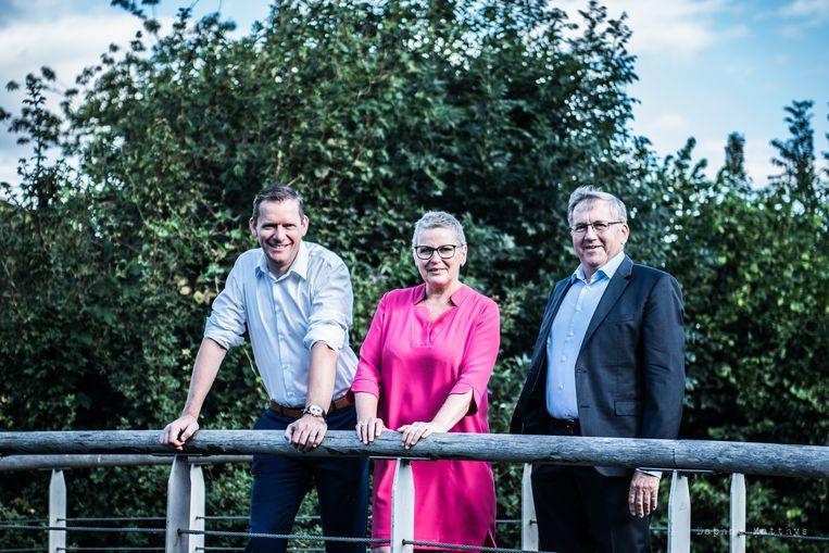 Burgemeester Tony Vermeire met  schepenen Ann Coopman en Chris De Wispelaere.