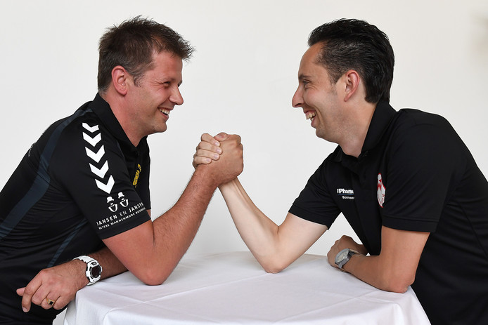 Trainer Ales Jurcik van SSS'18 (l) en Sjoerd van der Coelen van Volharding.