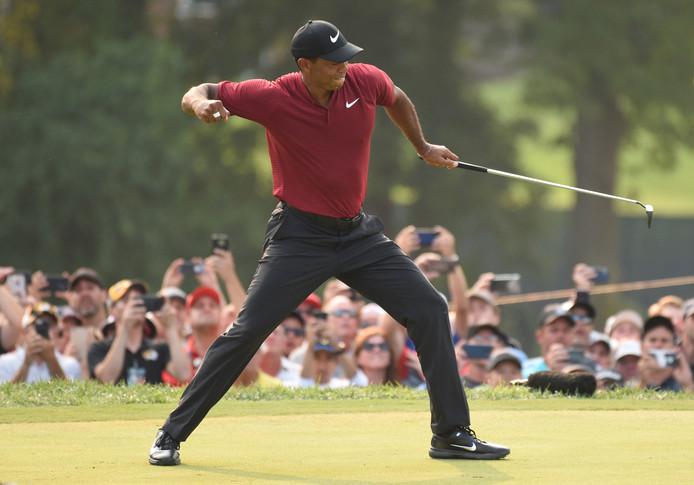 Tiger Woods is dolblij met zijn tweede plaats.