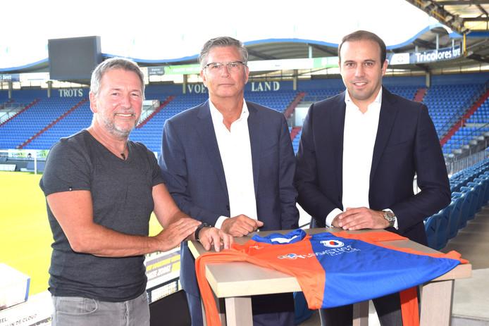 Bekend van onder andere Willem II maar Ton van de Ven, Martin van Geel en Joris Mathijsen (van links naar rechts) hebben ook een VOAB-verleden. Ze geven op 15 augustus het Voetbalcafé bij jubilerend een oranje-blauwe Voab kleur.