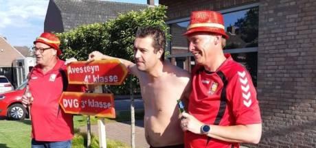 DVG-spelers brengen bezoekje Avesteyn-coach na promotie en versieren straatbord