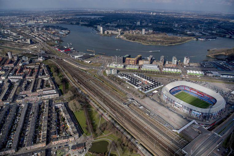 Rotterdam ter hoogte van de Kuip. Links hiervan zou de nieuwe verbinding moeten komen. Beeld ANP