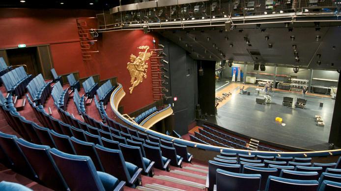 De grote zaal van Stadstheater Arnhem. Het gebouw is dringend toe aan een renovatie.