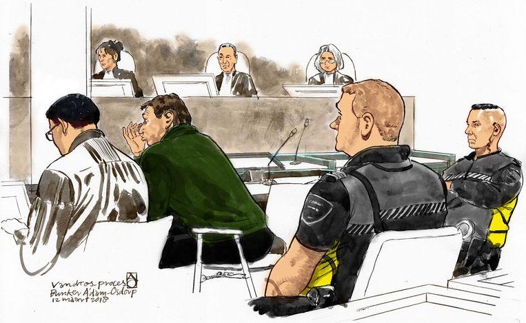 Willem Holleeder en zijn advocaat Robert Malewicz in de rechtbank van Amsterdam Osdorp vorige week tijdens het getuigenverhoor van zijn zus Astrid Holleeder.   Beeld ANP