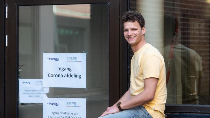 Cafébaas Mike zorgt nu voor coronapatiënten: 'Zo draag ik mijn steentje bij'