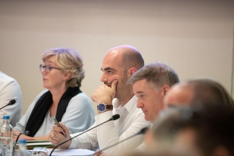 Schepen van Financiën Jo François (derde van links) onderzocht het voorstel op zijn haalbaarheid, maar kon om wettelijke, financiële en ten slotte principiële redenen het voorstel niet goedkeuren.