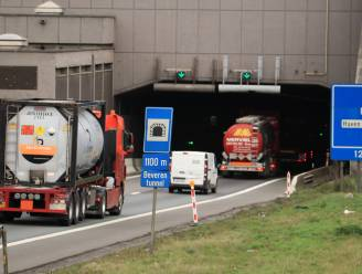 Herstellingswerken aan verzakte betonplaten in Beverentunnel