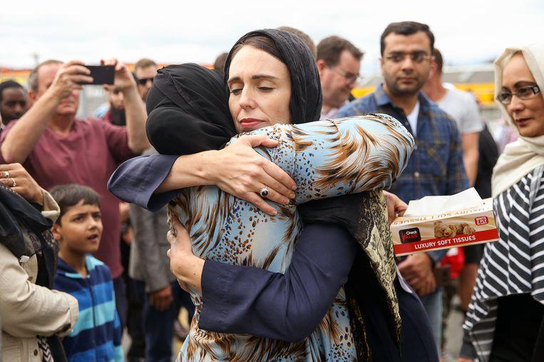 Ardern bij een moskee in Wellington op 17 maart, twee dagen na de aanslag. Beeld Getty