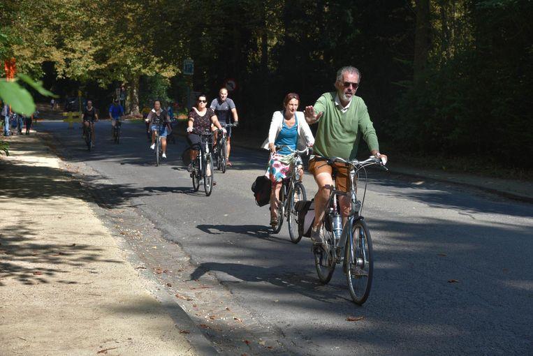Dankzij het aangenaam zomerweer sprongen ook heel wat mensen op de fiets.